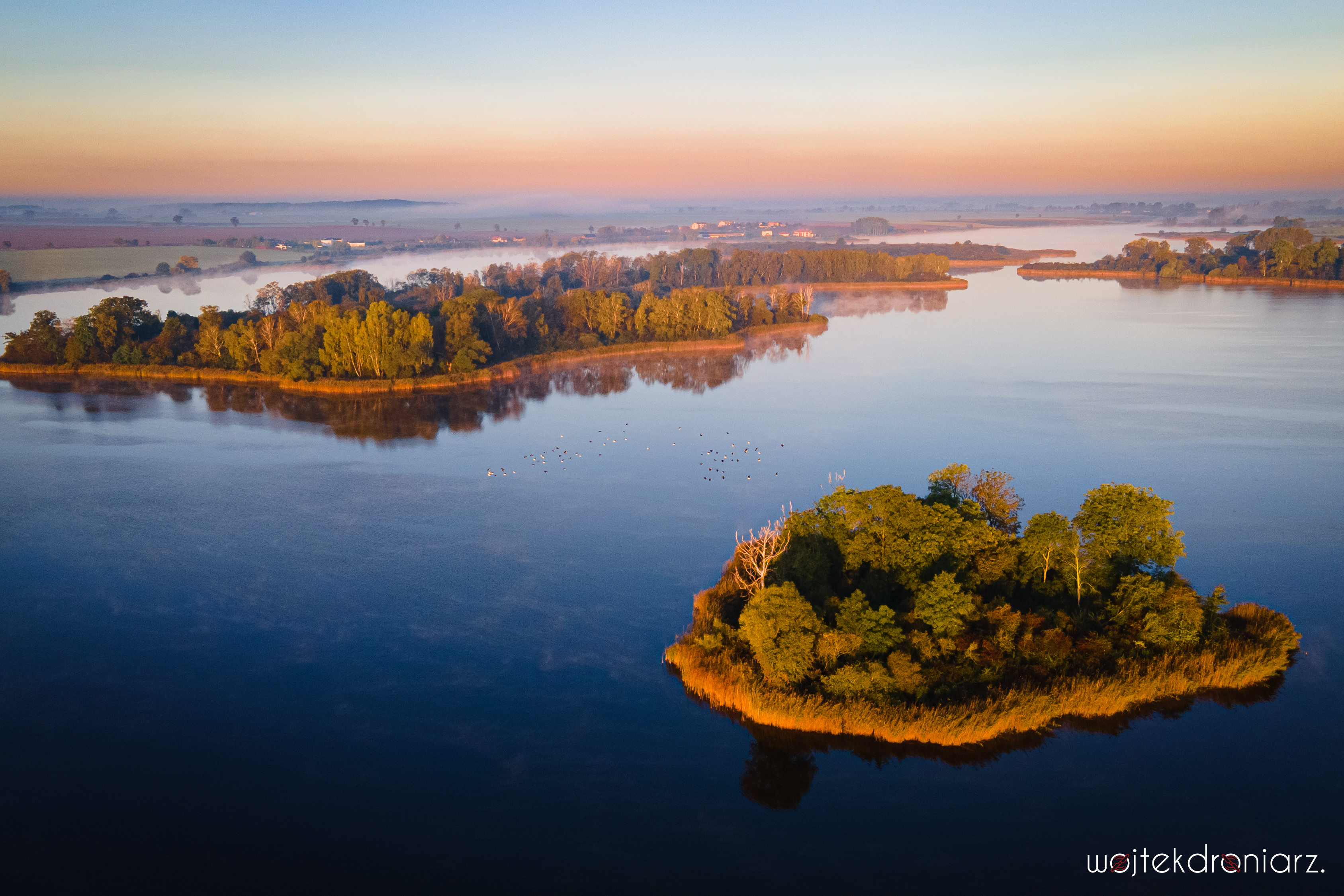 Jezioro Bytyńskie wyspy o poranku